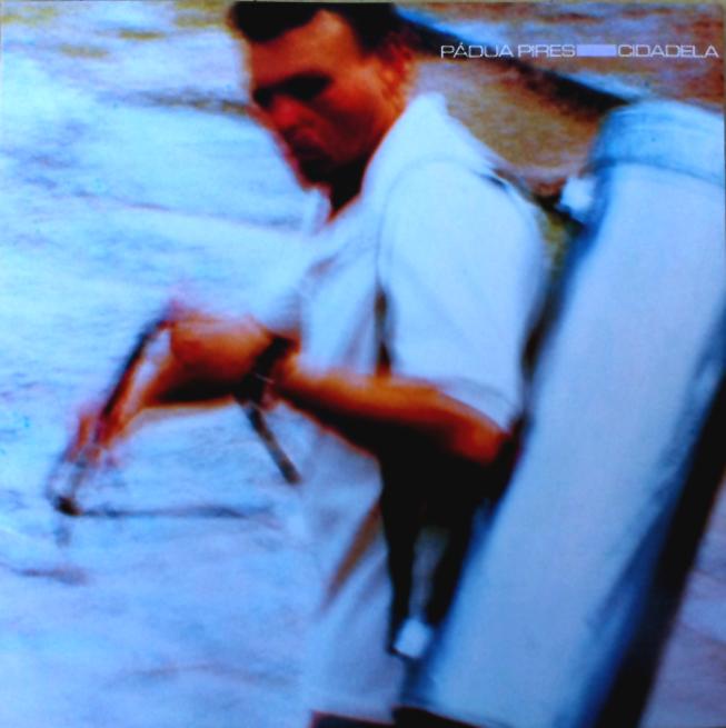 """Vendedor de chegadinho na capa do CD """"Cidadela"""""""