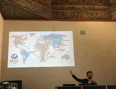 """""""Por que a digitalização do conhecimento é um problema geopolítico?"""", com Domenico Fiormonte (Unitre Roma)"""